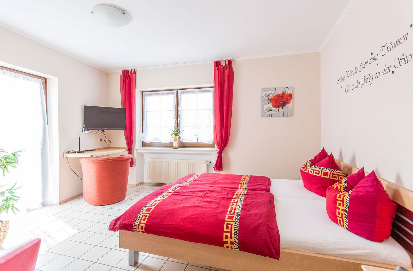hotels_holzwurm_left-image_1600x1052